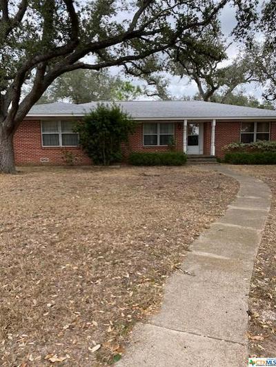 536 W WARD ST, Goliad, TX 77963 - Photo 2