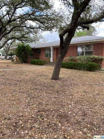 536 W WARD ST, Goliad, TX 77963 - Photo 1