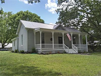 1703 HIGH ST, Farmville, VA 23901 - Photo 1