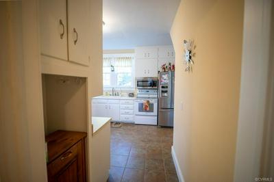 601 COLLEGE AVE, BLACKSTONE, VA 23824 - Photo 2