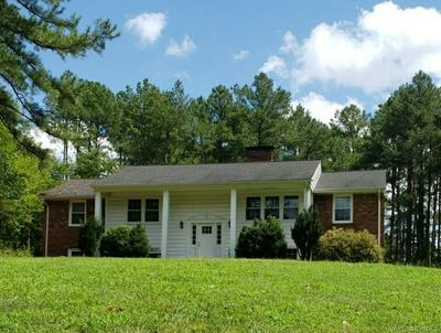 407 COUNTRY CLUB RD, BLACKSTONE, VA 23824 - Photo 1