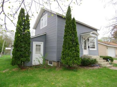 909 6TH AVE, Stevens Point, WI 54481 - Photo 2