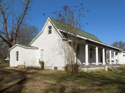 714 S COLLEGE ST, TRENTON, TN 38382 - Photo 1