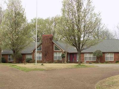 300 ROSEMONT DR, Trenton, TN 38382 - Photo 1