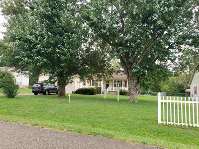 512 WESTWOOD DR, Lexington, TN 38351 - Photo 1