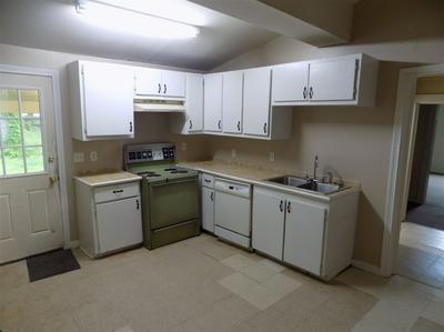 714 S COLLEGE ST, Trenton, TN 38382 - Photo 2