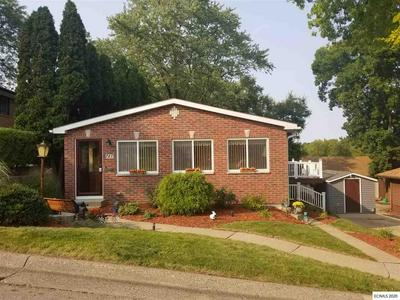 747 MONTCREST ST, Dubuque, IA 52001 - Photo 1