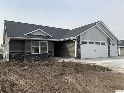 225 FAIRVIEW DR, Manchester, IA 52057 - Photo 2