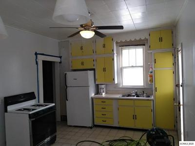 864 EDISON ST, DUBUQUE, IA 52001 - Photo 2