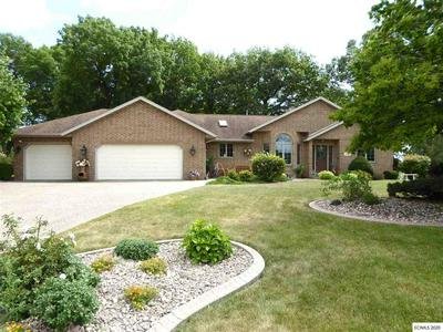 516 WOODLAND CT, East Dubuque, IL 61025 - Photo 1