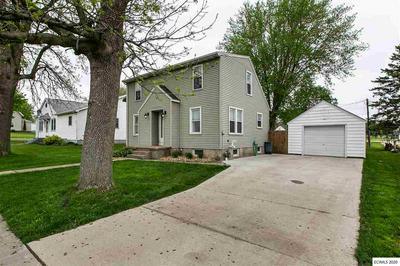 119 MANCHESTER AVE, Earlville, IA 52041 - Photo 2