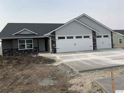 225 FAIRVIEW DR, Manchester, IA 52057 - Photo 1
