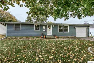 105 UNGS CT, Manchester, IA 52057 - Photo 1