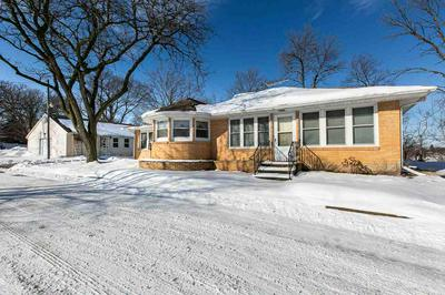 205 S 4TH ST, Manchester, IA 52057 - Photo 2