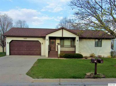 1221 N 6TH ST, Manchester, IA 52057 - Photo 1