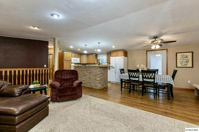 105 UNGS CT, Manchester, IA 52057 - Photo 2