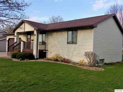 1221 N 6TH ST, Manchester, IA 52057 - Photo 2