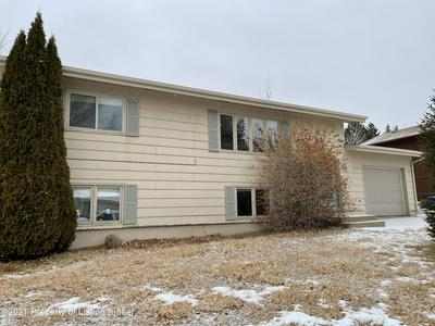 905 FRANKLIN ST, Dickinson, ND 58601 - Photo 1
