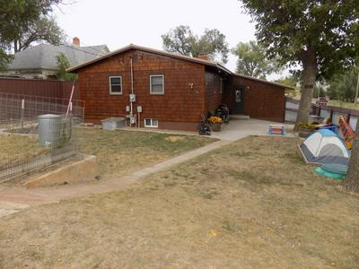 211 10TH ST S, Hettinger, ND 58639 - Photo 2