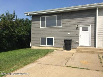 811 ELM AVE, Dickinson, ND 58601 - Photo 1