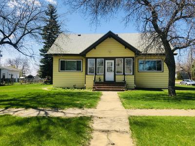 1042 1ST AVE W, New England, ND 58647 - Photo 1