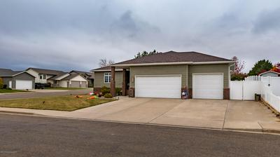 227 19TH AVE W, Dickinson, ND 58601 - Photo 2