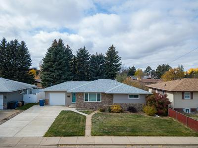 633 8TH AVE W, Dickinson, ND 58601 - Photo 1
