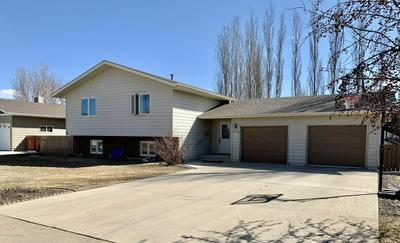 943 20TH ST W, DICKINSON, ND 58601 - Photo 1