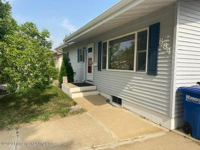 884 BOX AVE, Dickinson, ND 58601 - Photo 2