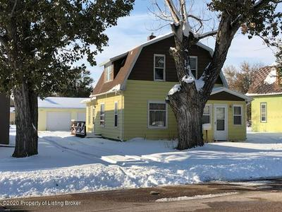 105 4TH AVE NW, Bowman, ND 58623 - Photo 1