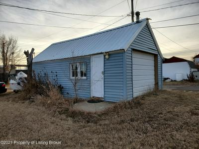 152 3RD AVE SE, Dickinson, ND 58601 - Photo 2
