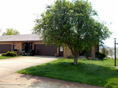 1849 PRAIRIE OAK DR, Dickinson, ND 58601 - Photo 2