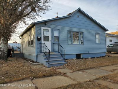 152 3RD AVE SE, Dickinson, ND 58601 - Photo 1