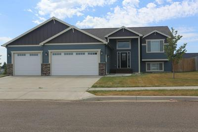 2900 PRAIRIE OAK DR, Dickinson, ND 58601 - Photo 2