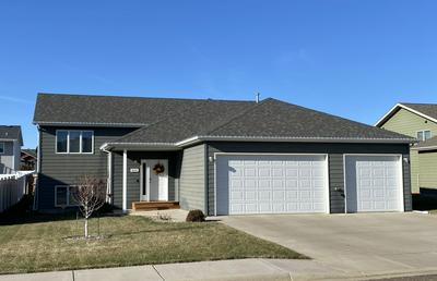 849 17TH AVE E, Dickinson, ND 58601 - Photo 1