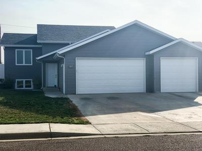 882 17TH AVE E, Dickinson, ND 58601 - Photo 1