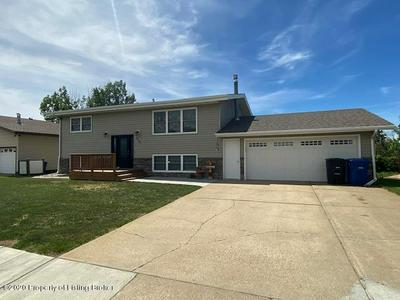 919 ELM AVE, Dickinson, ND 58601 - Photo 1