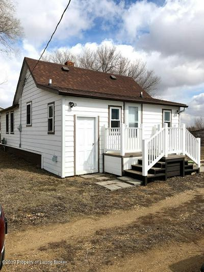 843 5TH AVE E, New England, ND 58647 - Photo 1