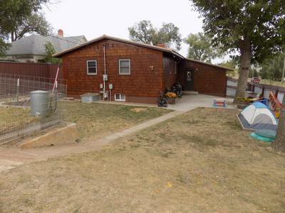 211 10TH ST S, HETTINGER, ND 58639 - Photo 2