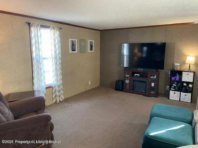 1524 6TH AVE SE, Dickinson, ND 58601 - Photo 2