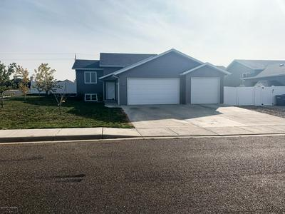 882 17TH AVE E, Dickinson, ND 58601 - Photo 2