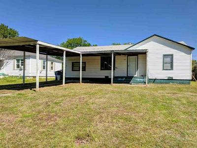 405 BROWN AVE, COMANCHE, OK 73529 - Photo 1