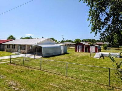 805 BROWN AVE, COMANCHE, OK 73529 - Photo 2
