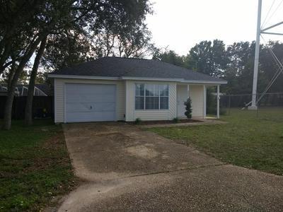 402 APPLE DR, Crestview, FL 32536 - Photo 1