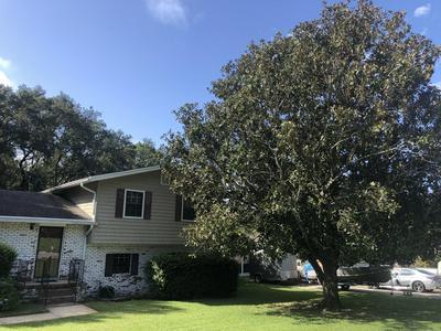 34 WALNUT AVE, Shalimar, FL 32579 - Photo 2