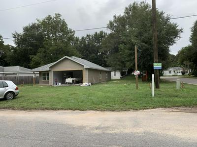 276 E ELM AVE, Crestview, FL 32536 - Photo 1