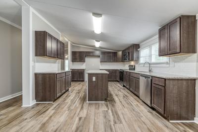 425 W CYPRESS AVE, Defuniak Springs, FL 32433 - Photo 2