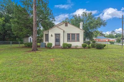 909 MAPOLES ST, Crestview, FL 32536 - Photo 2