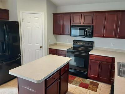 237 LIMESTONE CIR, Crestview, FL 32539 - Photo 2