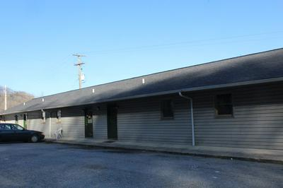 606 LINCOLN AVE, PAINTSVILLE, KY 41240 - Photo 2